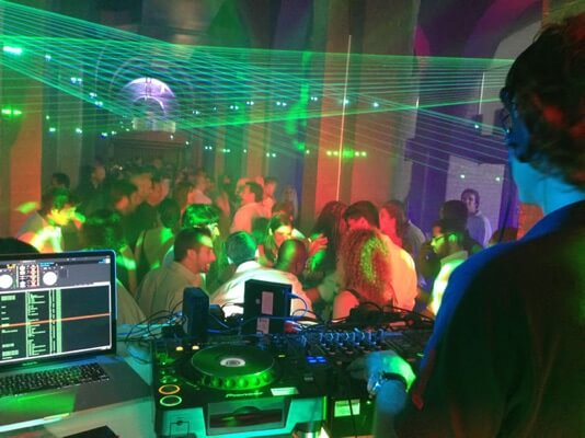 DJ Hire London services for providing DJs in London and Kent.