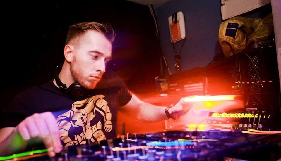 DJ Profile for Professional Club DJ Anatolij who performs for Platinum DJs.